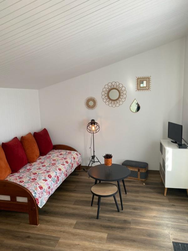 Petit salon avec lit de 90